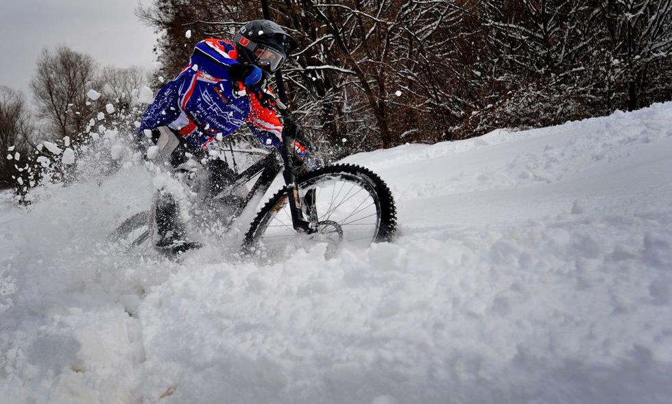 зимний велосипед на широких колесах